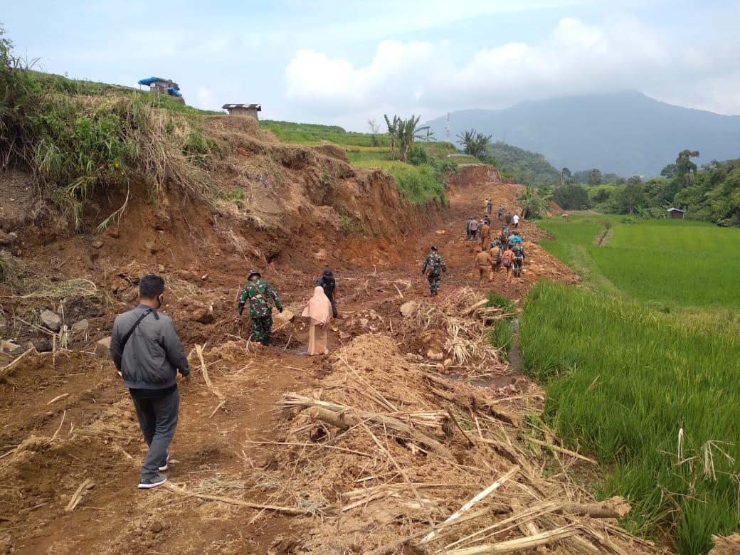 TMMD ke 108 Kodim 0307 Tanah Datar Buka Jalan Baru